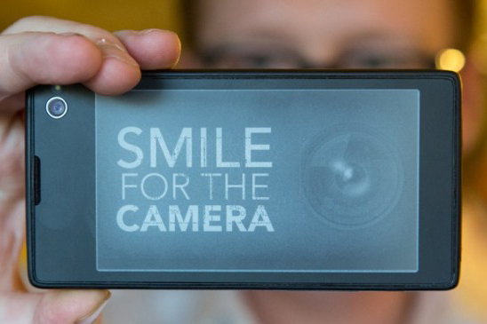 yotaphone_camera